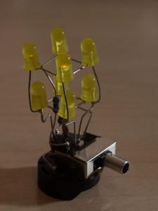 2x2x2 LED Würfel aus 4 Bauteilen